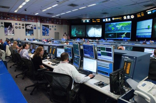 Applications_MilitaryDefense_ControlRoom